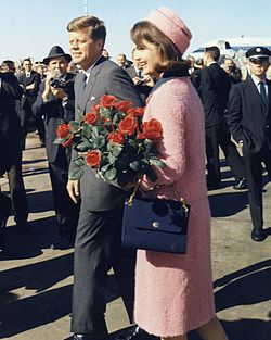 250px-Kennedys_arrive_at_Dallas_11-22-63_(Cropped)